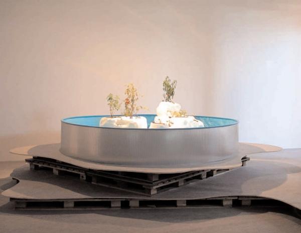 Horti, vues de l'exposition ICI REVER ICI, piscine en  tôle, polystyrène et plantes potagères, ESBAT, Tours 2005