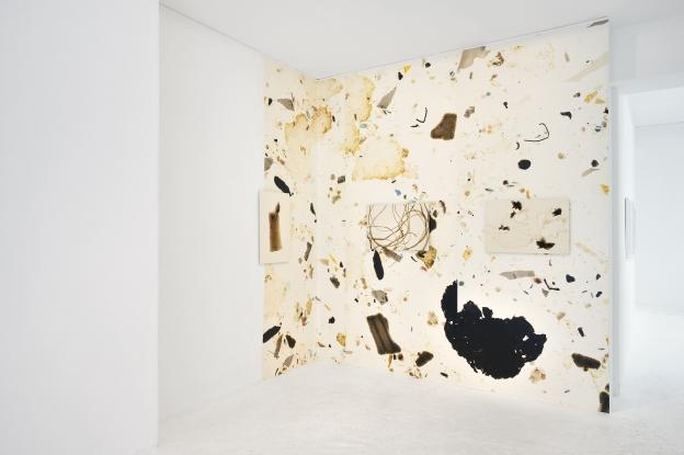 2015, papier peint précollé170g, rouleau 135x400 cm.