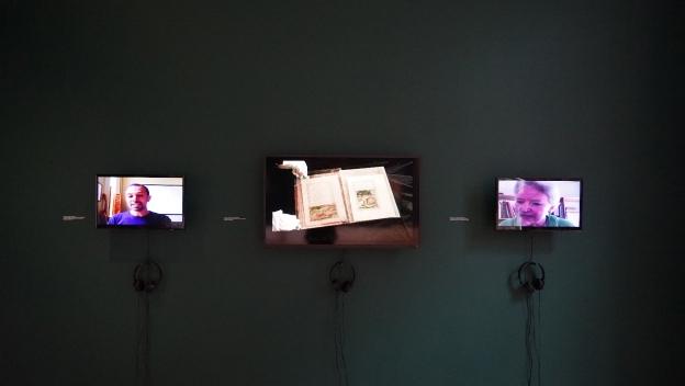 Vue de l'exposition What Language Do You Speak, Stranger? à The Mosaic Rooms, Londres, 2016. <em> View of the exhibition, What Language Do You Speak, Stranger? The Mosaic Rooms, London, 2016. </em>Courtesy Katia Kameli, ADAGP
